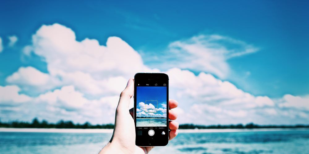 beach-cellphone-close-up-861132.jpg