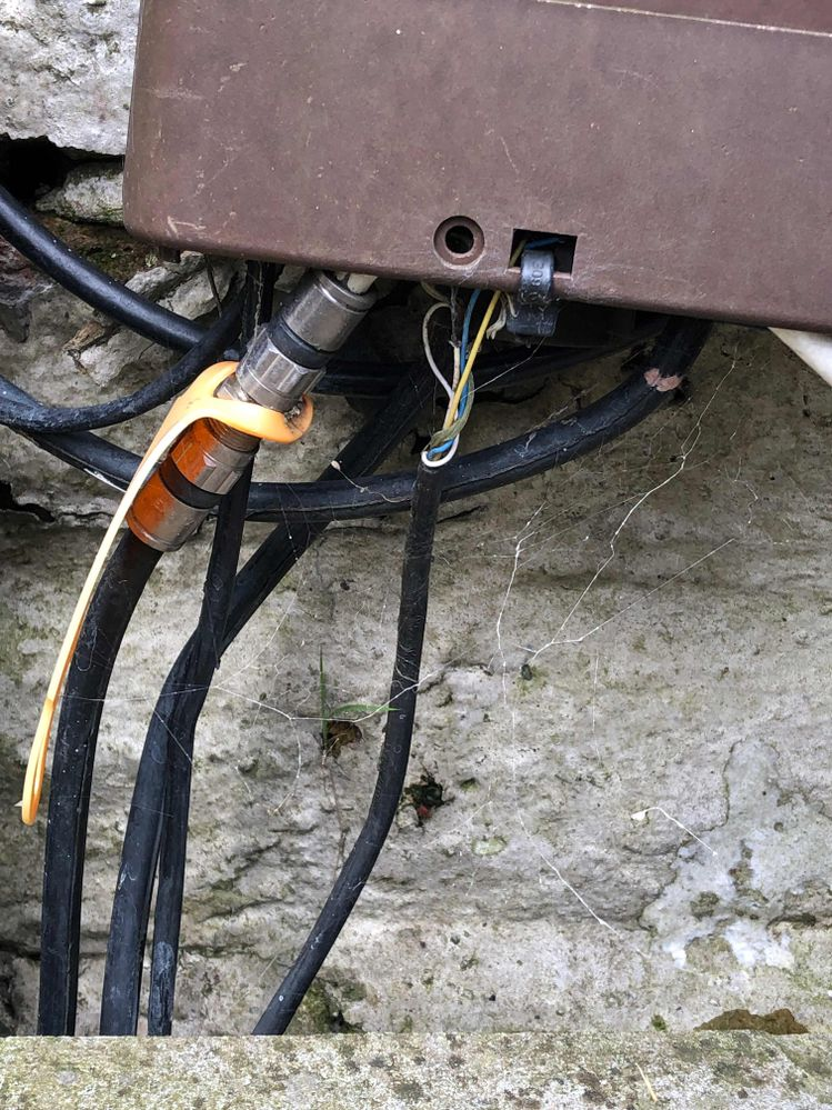 Awful job here with all the cables exposed!