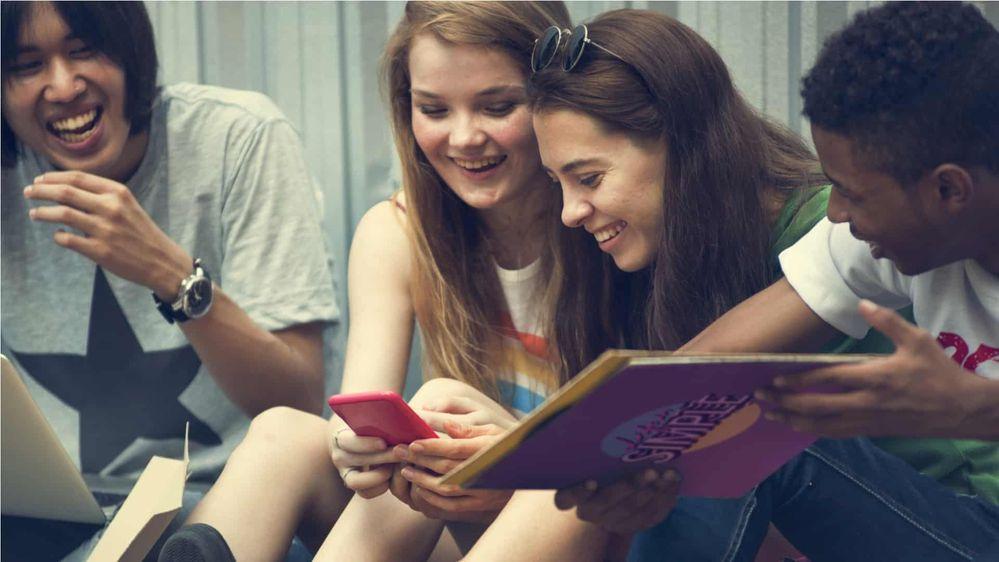 Teens-on-phones.jpg