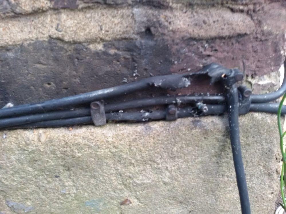 wall corner cable.jpg